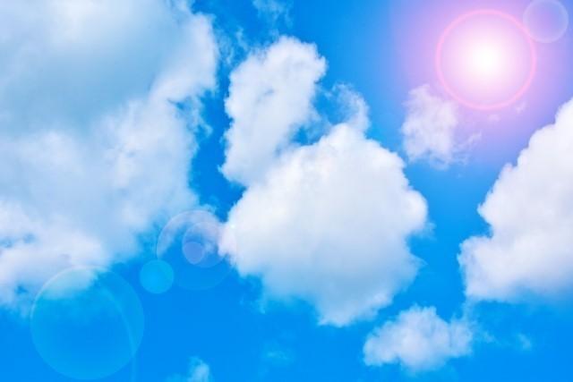 3267505_s5月青空右上に太陽.jpg